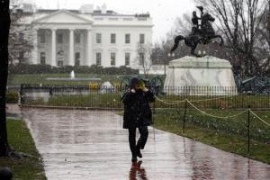 An officer with the Secret Service walks in front of the White House in this file photo.