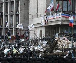 A barricade is raised at the regional administration building in eastern Ukrainian city of Donetsk, Thursday, May 15, 2014.