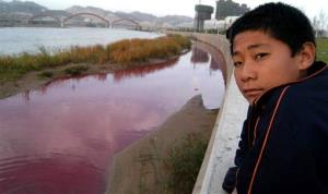 A similar incident in 2006 shows China's Yellow River, turned red after pollution caused by discharge from a sewage pipe in Lanzhou, in western Gansu province.