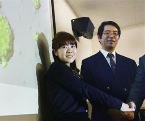 In this January 28, 2014 photo, Yoshiki Sasai, right, deputy chief of the RIKEN Center for Developmental Biology and biologist Haruko Obokata, a unit team leader of the RIKEN Center for Developmental Biology (CDB), left, pose for photos after they talked about STAP, known as stimulus-triggered acquisition of pluripotency, in...