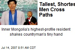 Tallest, Shortest Men Cross Paths