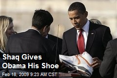 Shaq Gives Obama His Shoe