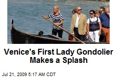Venice's First Lady Gondolier Makes a Splash